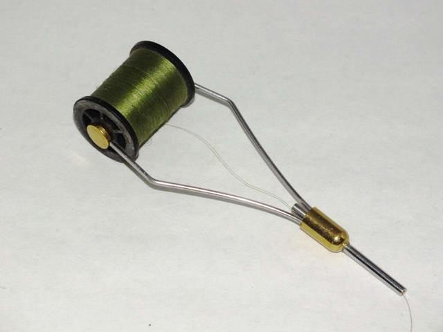 Как изготовить ниткодержатель для вязания мушек 91