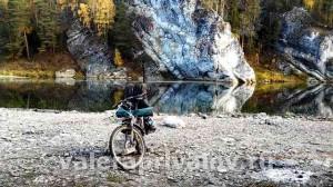 Река Чусовая - на фоне скалы Отметыш с противоположного берега